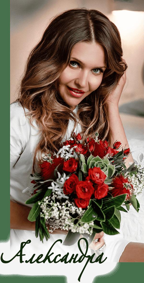 Очаровательная невеста в Италии с её свадебным букетом