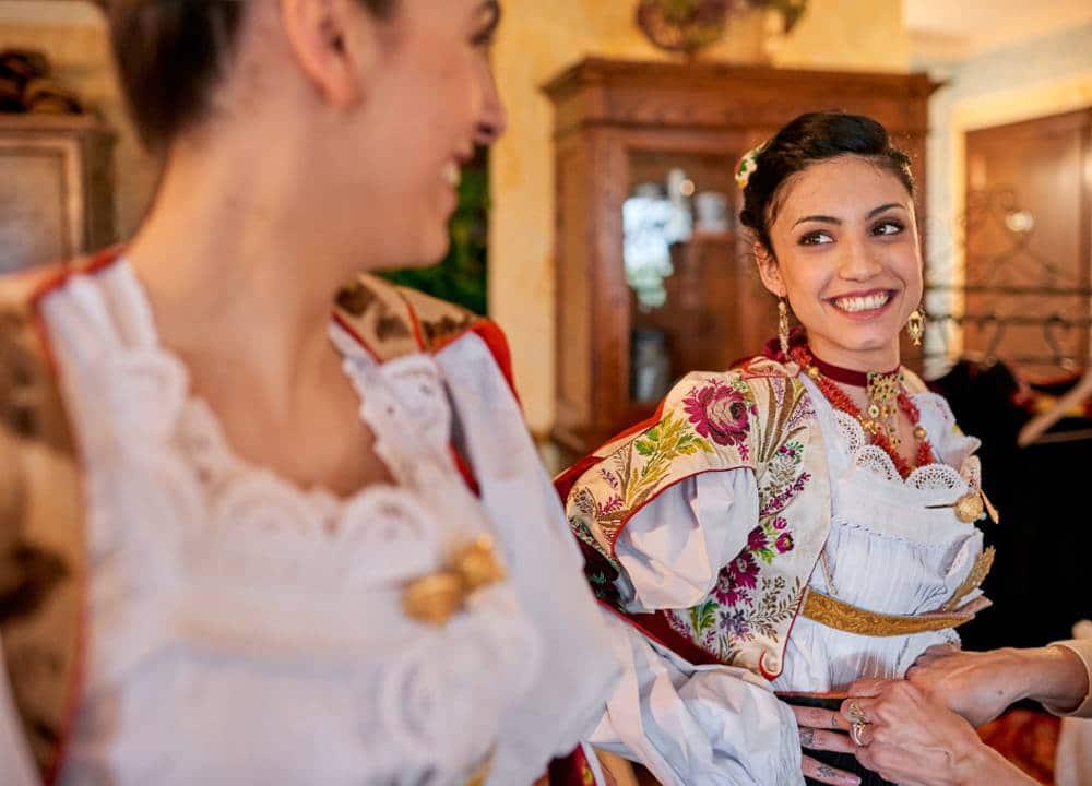 подружка невесты во время девичника в Италии