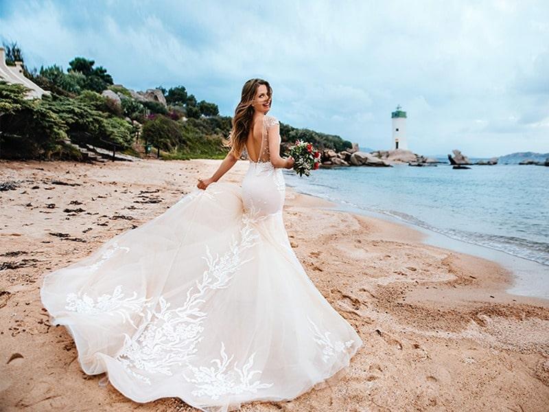 Невеста у маяка в Италии