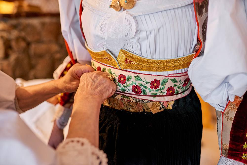 детали национального женского костюма на Сардинии