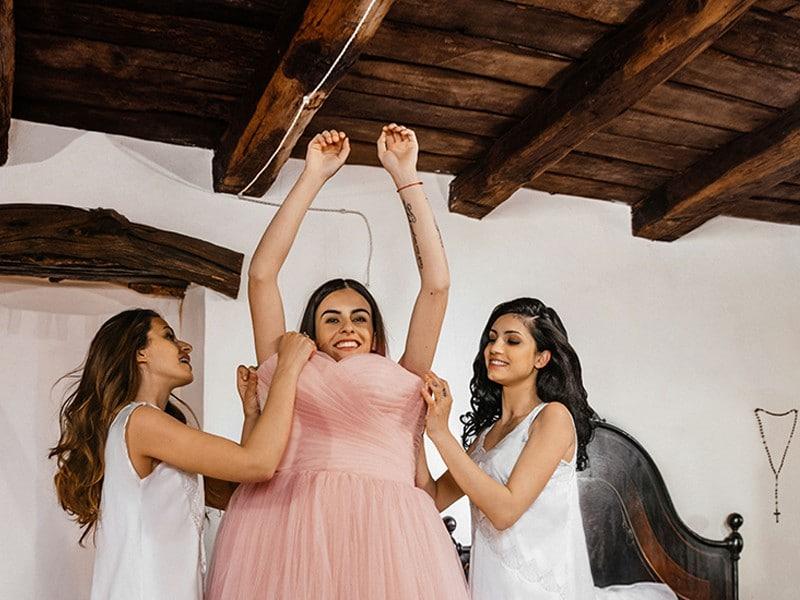 свадьба в этнографическом музее в Европе, на Сардинии