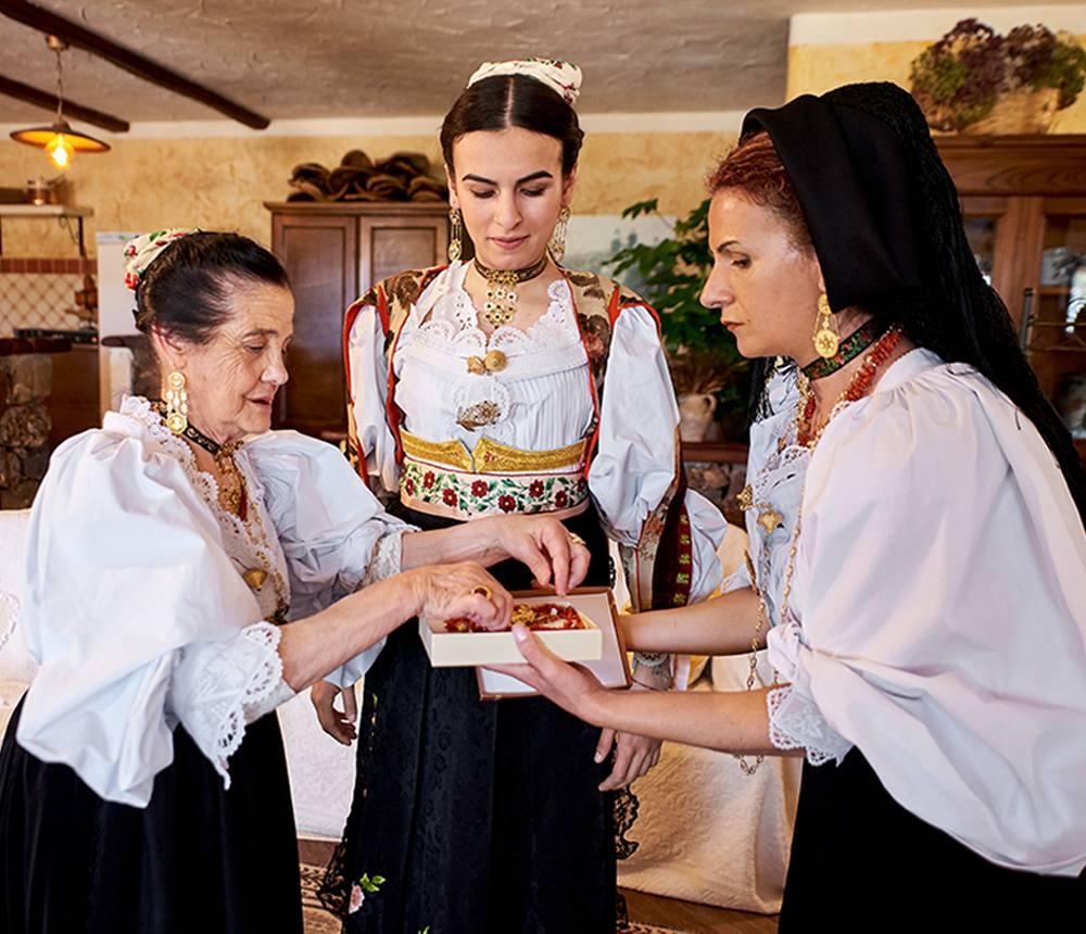 золотые национальные украшения Сардинии