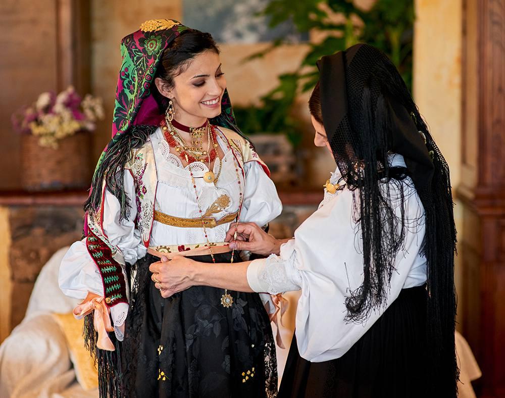 традиционные национальные костюмы и свадебные традиадиции