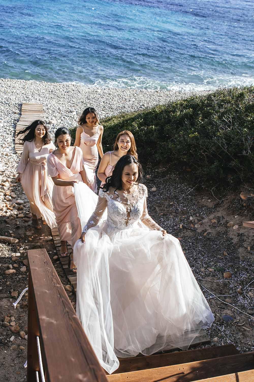 невеста с подружками в Италии на пляже