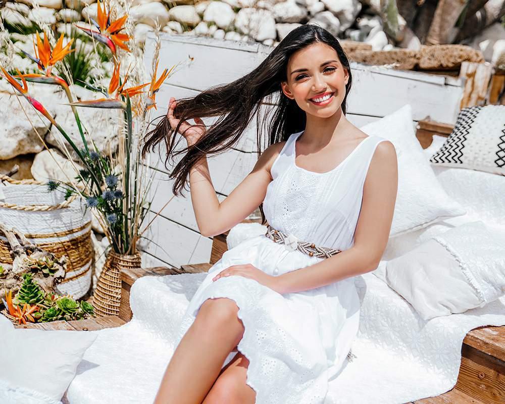 Фотография счастливой девушки на девичнике