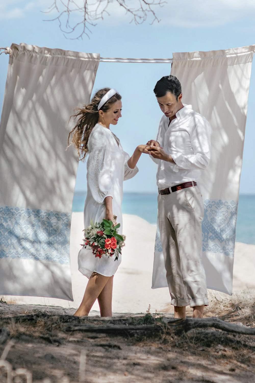 Свадебная церемония для двоих на острове