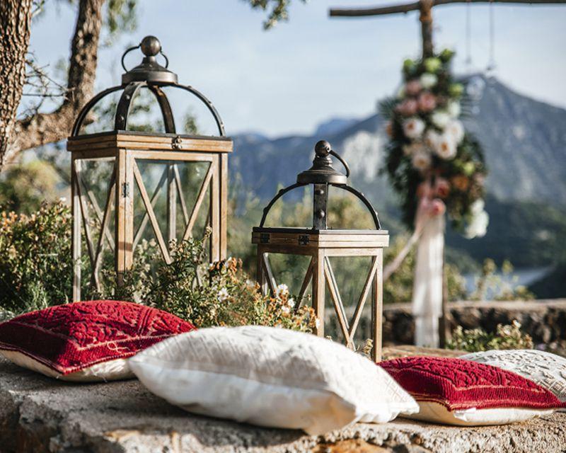 свадебный декор для свадебной церемонии на Сардинии