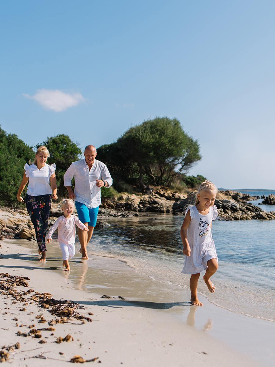 Семейные фотосессии и фотограф на Сардинии в Порто Черво