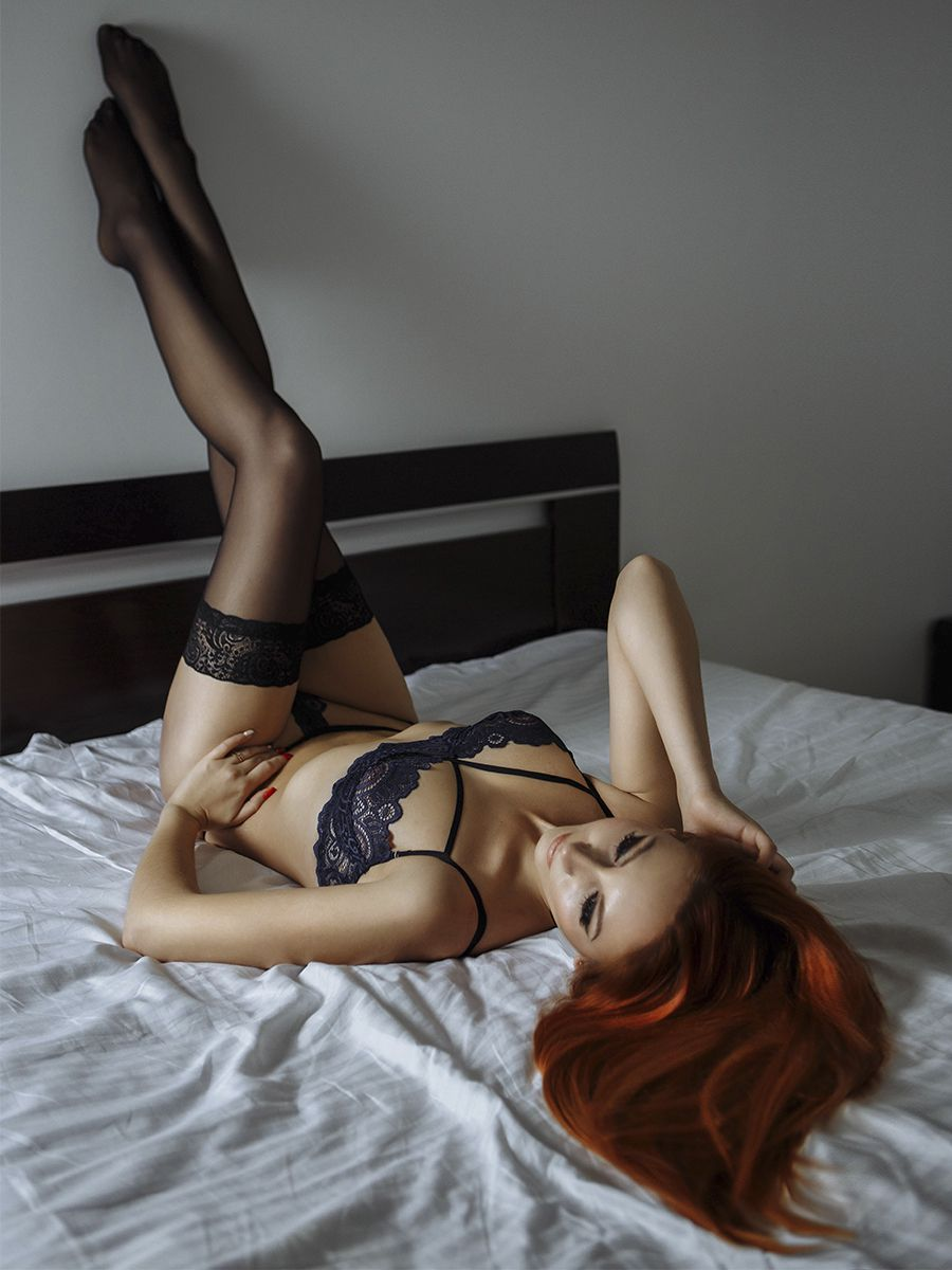 фотографии рыжеволосой девушки в красивом нижнем белье