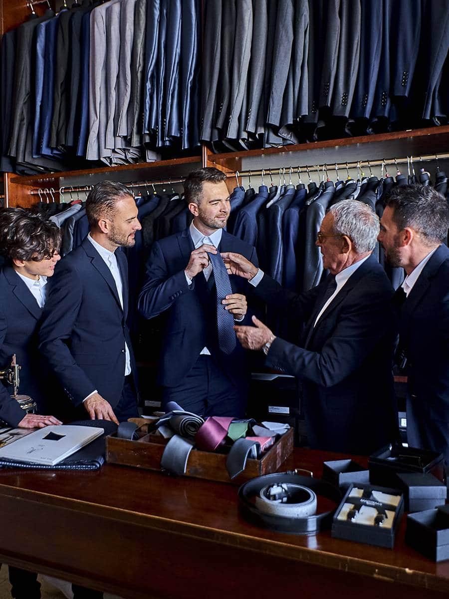 Выбор костюма и галстука для жениха и его друзей
