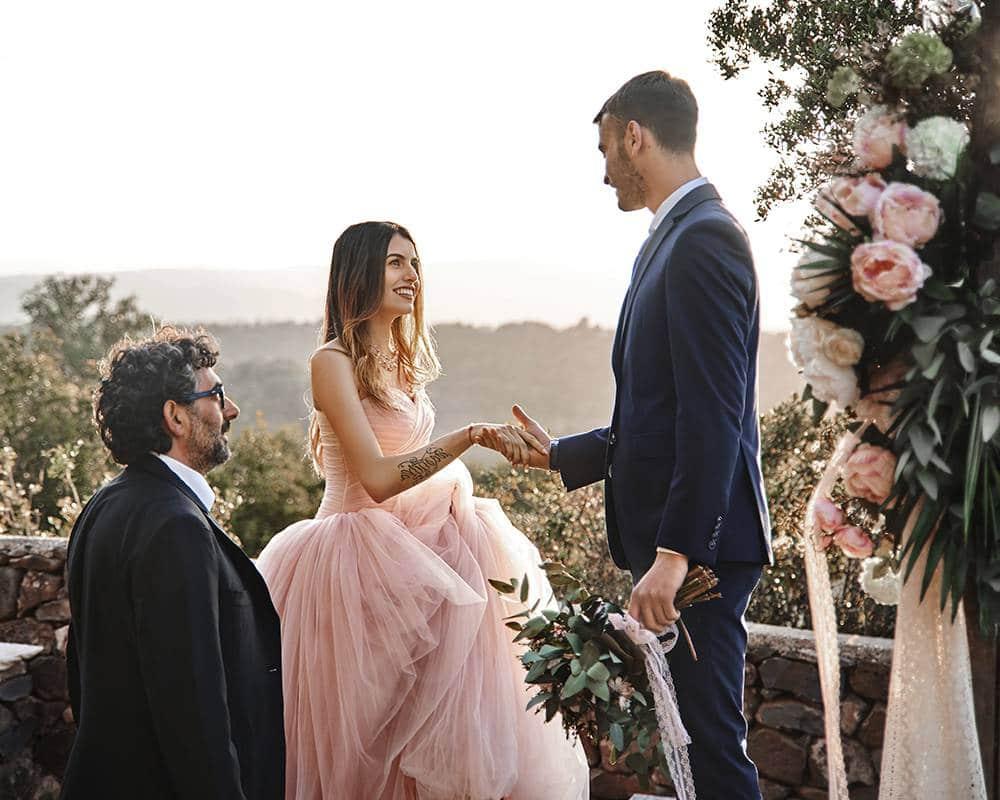 Свадебная церемония в Италии: отец передает дочь мужу