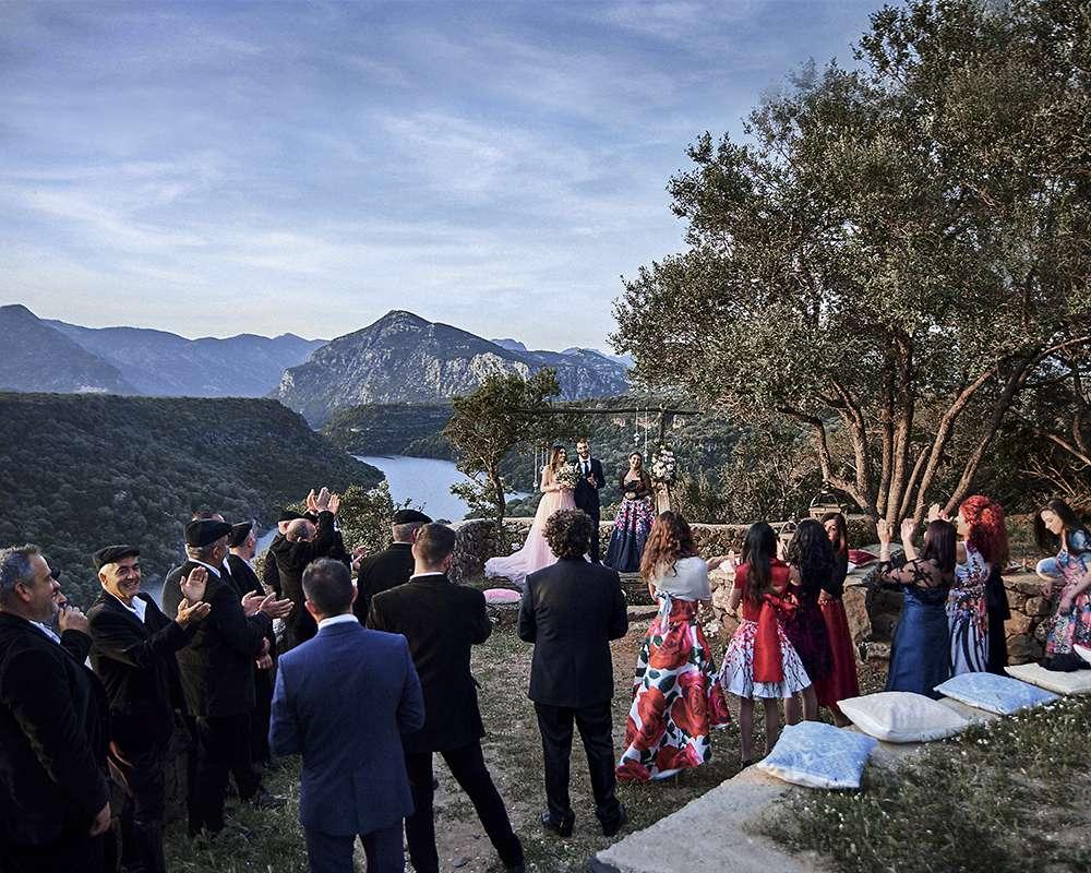 Свадебная церемония на берегу озера в Италии