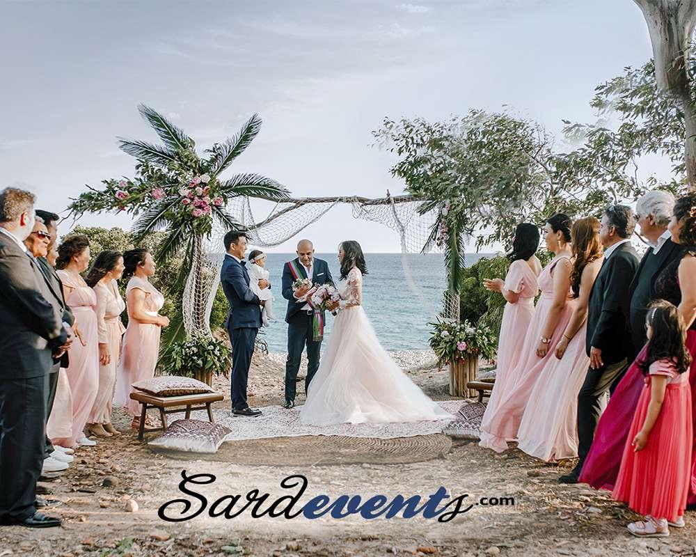 Официальная свадебная церемония на берегу моря в Италии