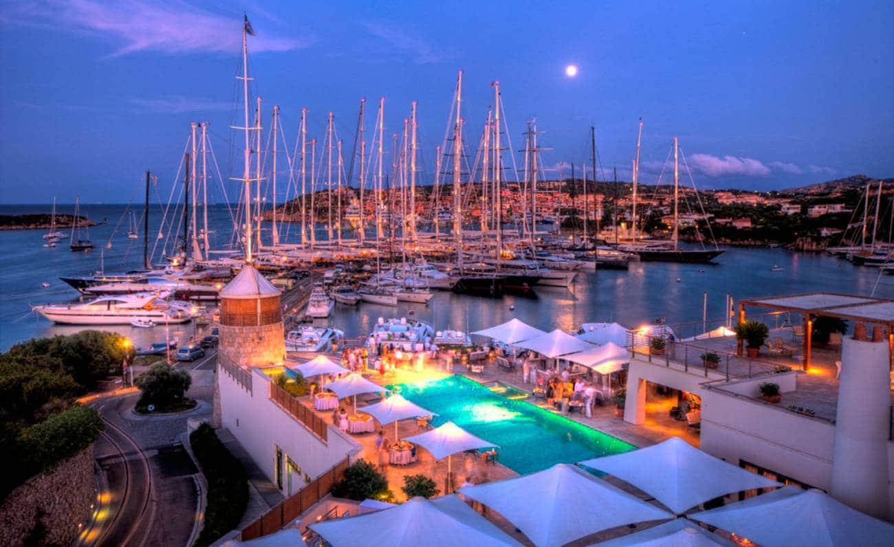 яхт клуб на Сардинии